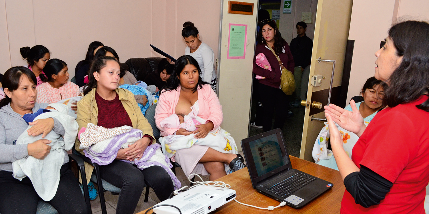 The health team educates mothers and screens for postpartum depression at Iquique Hospital, Chile